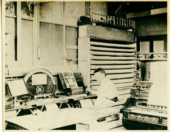 Barrel Organ Factory arranger, photo (Trager, c1900).jpg