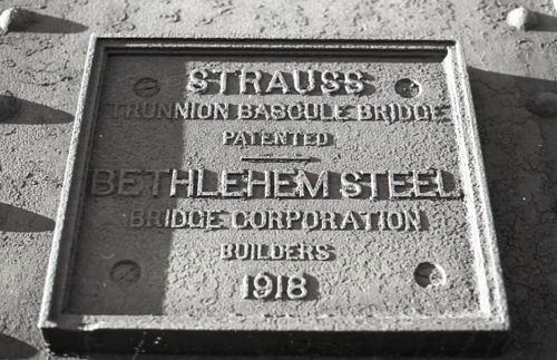 Bascule bridge, Bethlehem Steel Bridge Co. plate, photo (1978).jpg