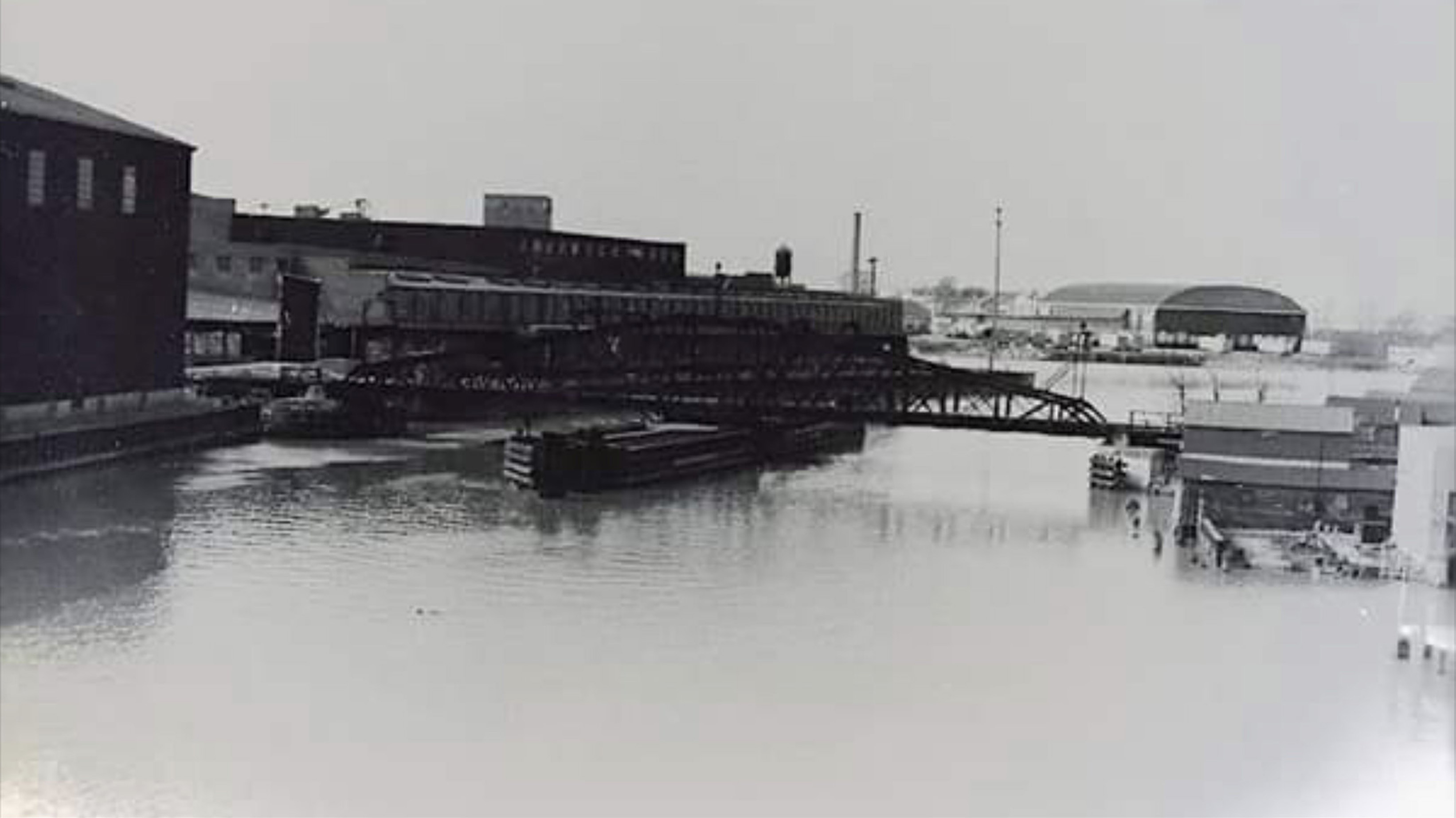 South swing bridge in operation (c1950).jpg