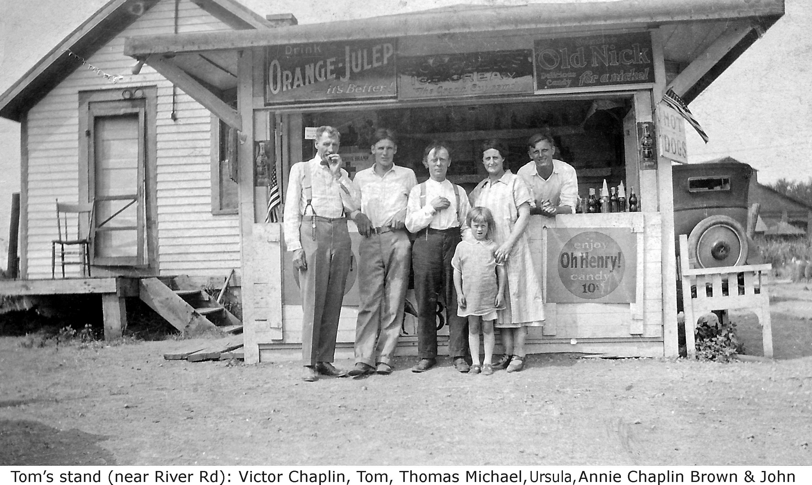 River Road refreshment stand, Brown family, photo (c1926, Kathleen Hay).jpg