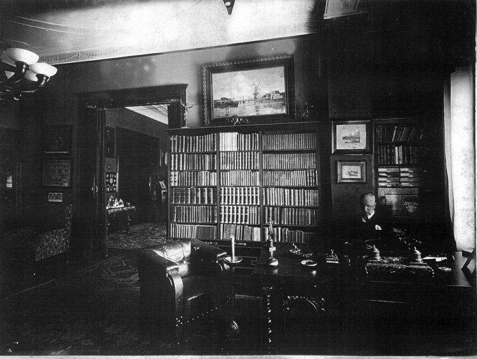 de Kleist at his desk in Berlin (c1913).jpg