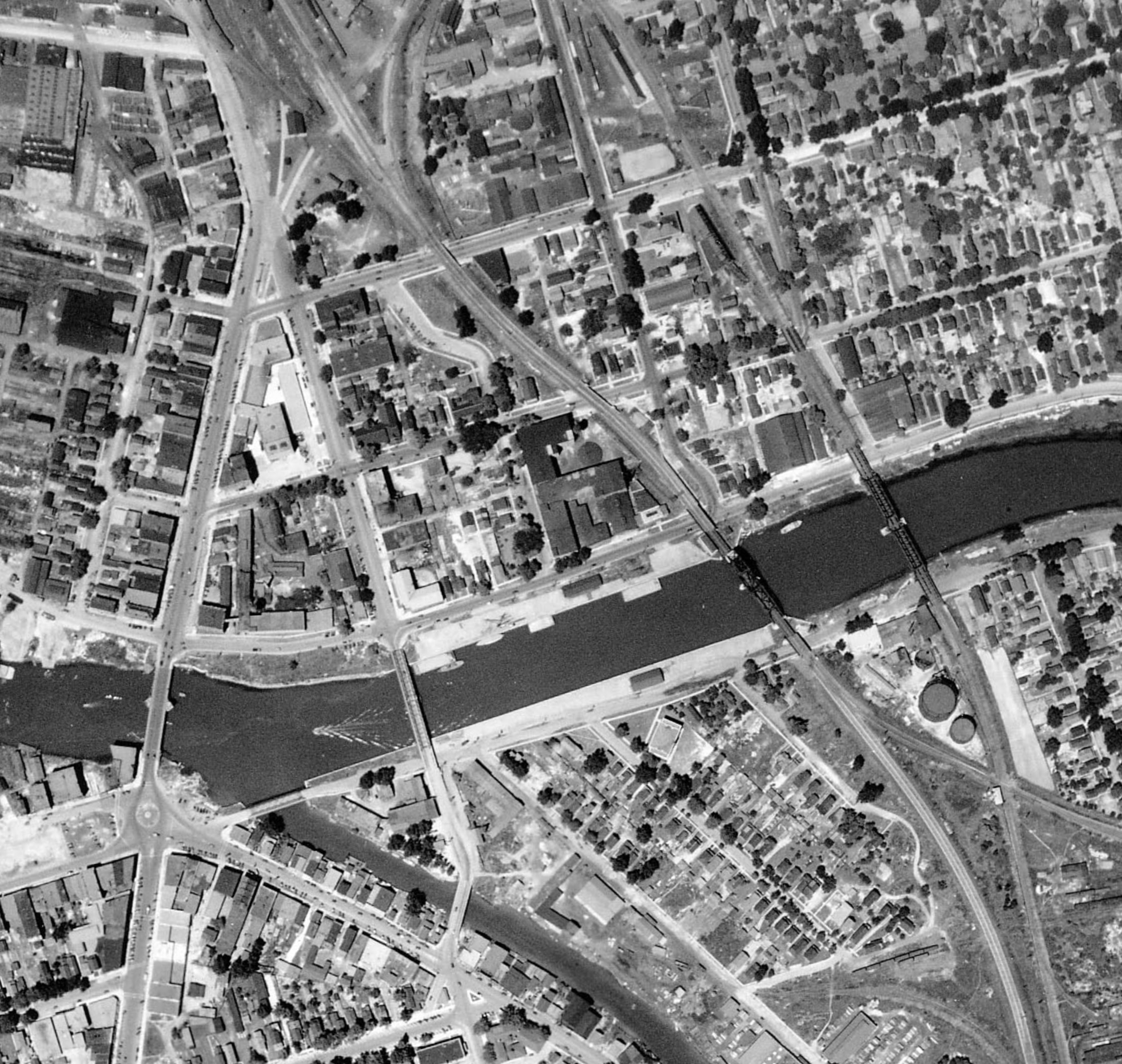 Bridges over Tonawanda Creek, aerial photo detail (1927).jpg