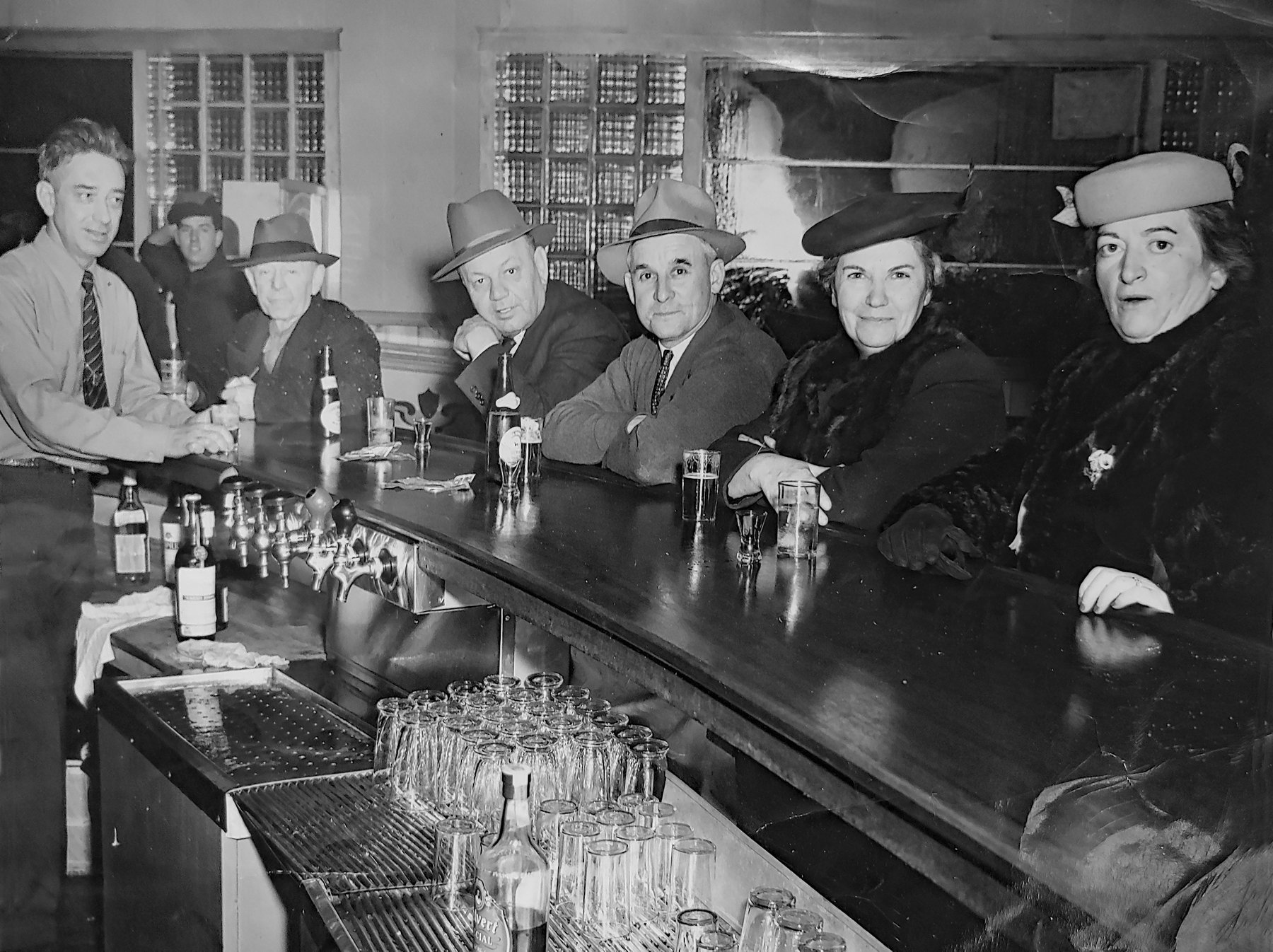 Gratwick Lanes bar, photo (c.1945).jpg