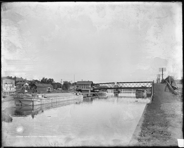 Erie Canal, Sweeney Street on left, Main Street bridge in center, med-res photo (LOC, c 1905).jpg