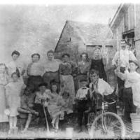 Gratwick Slip boathouse gang, photo (Cumming Family, c1902).jpg