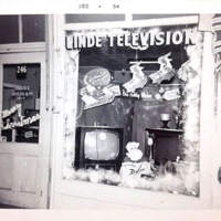 Linde Television, 246 Oliver, Christmas window display, photo (1954-12).jpg