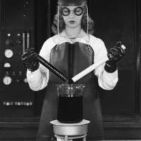 Du Pont female scientist testing Teflon, photo (Hagley Archive, 1952).jpg