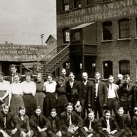 North Tonawanda Musical Instrument Works employees, photo (HST 1913-05-03).jpg
